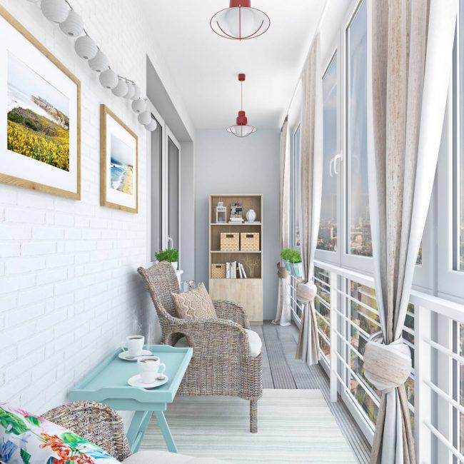 Подобный шкаф сделает балкон уютнее