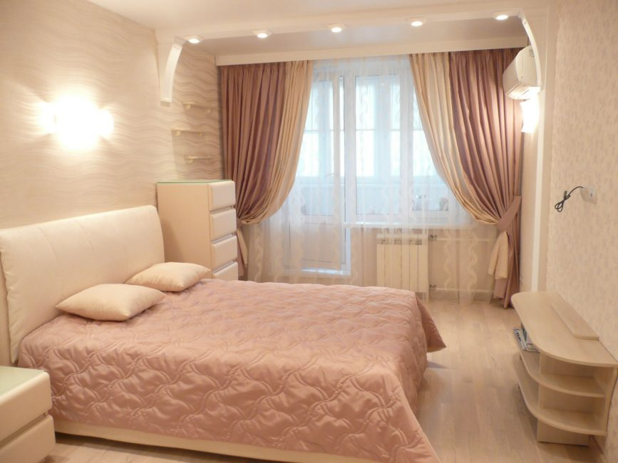 Спальня в бледно-розовом тоне