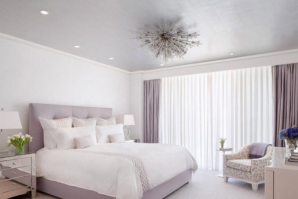Ярких расцветок для спальни лучше избегать