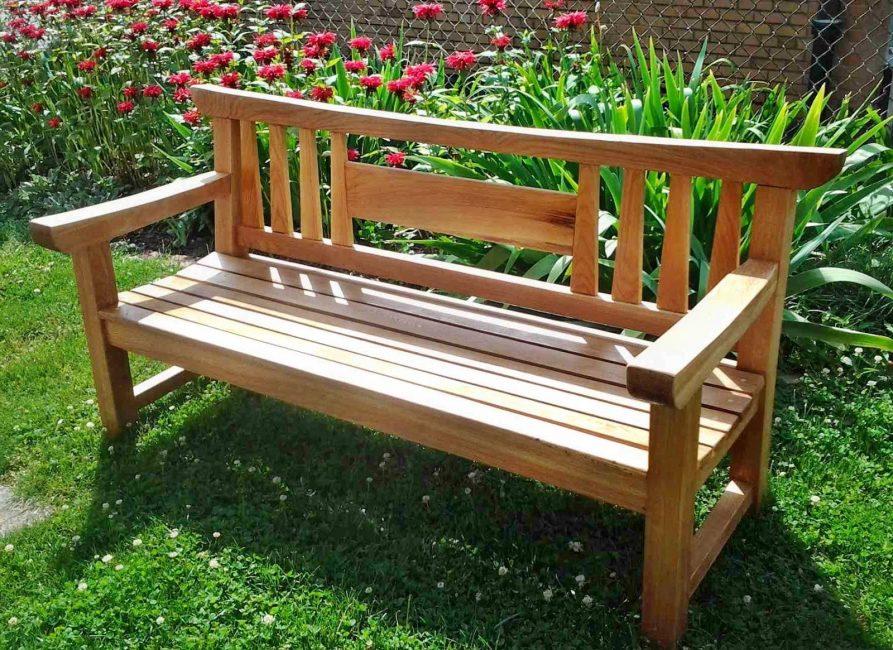 Садовая скамейка – красивый элемент садово-парковой архитектуры