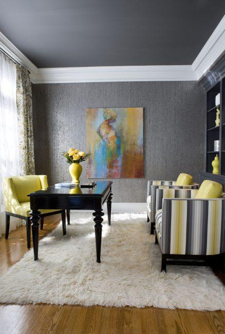 Легко сочетать серые покрытия с ярким текстилем