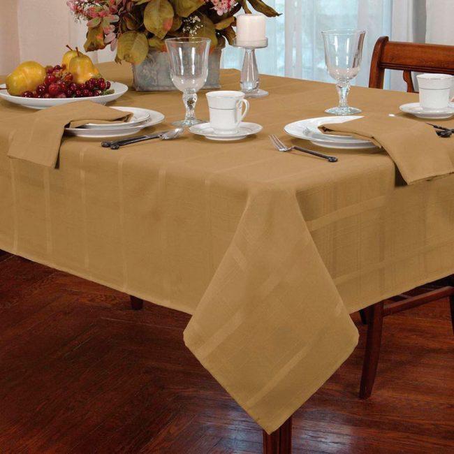 Облагородить интерьер помогут скатерти на стол