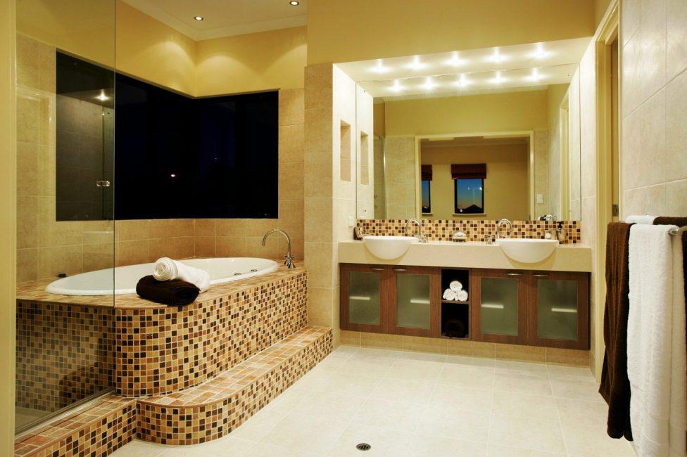 Для отделки стен чаще всего используется плитка или мозаика
