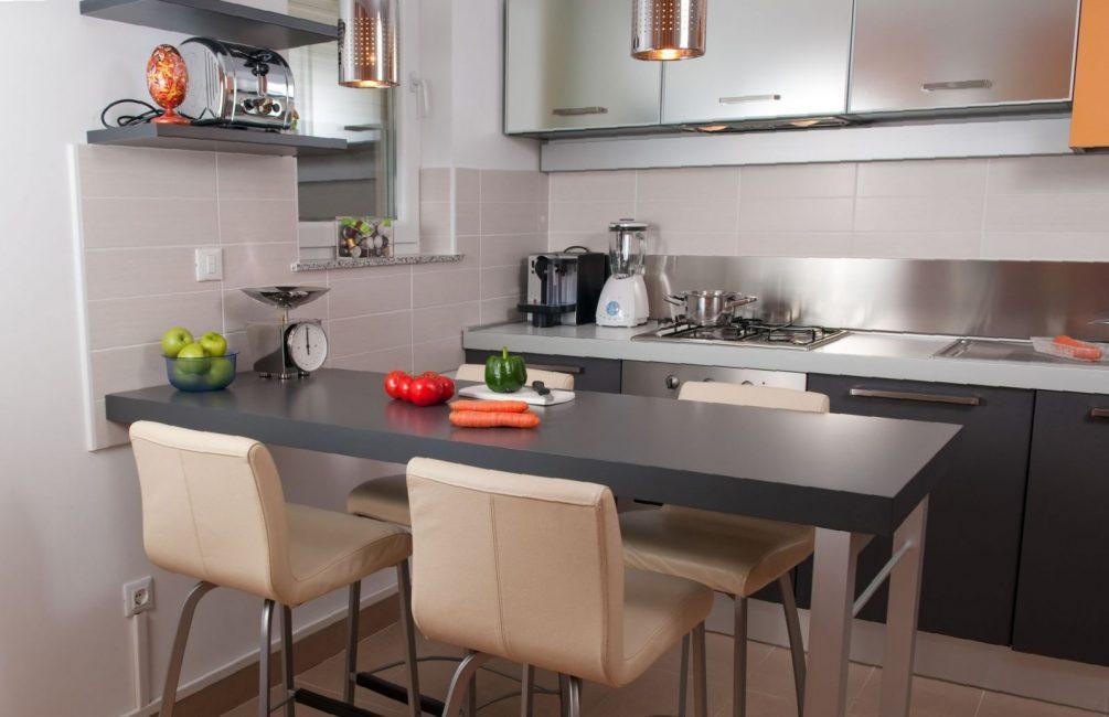 Барные стойки чаще всего устанавливаются в кухнях-студиях