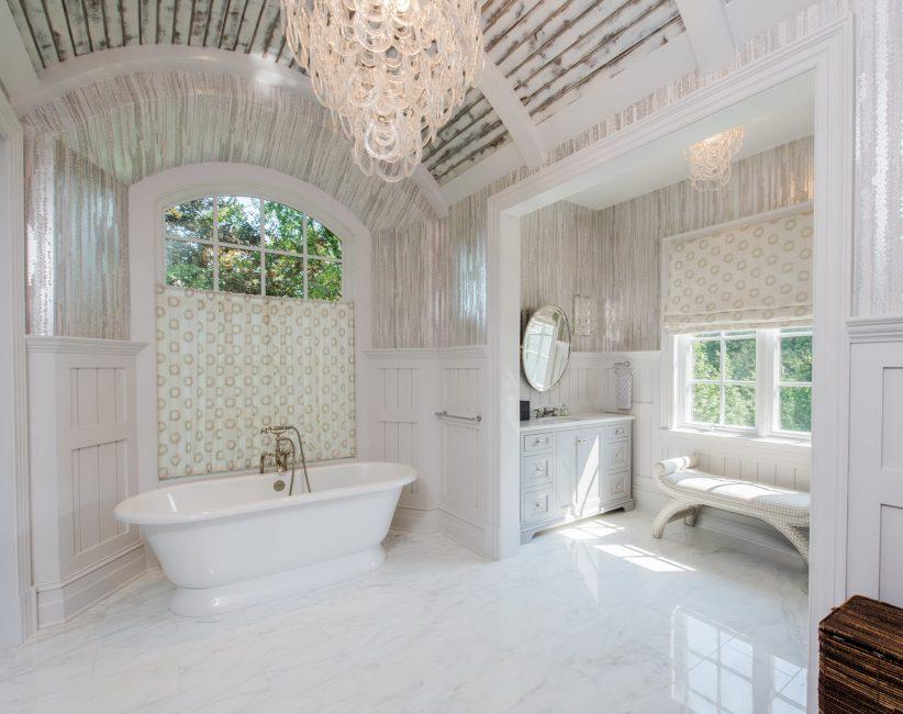 Ванная комната должна быть переполнена светом