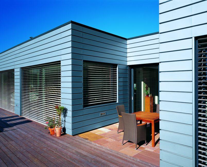 Горизонтальные изделия сделают дом ниже, шире на вид
