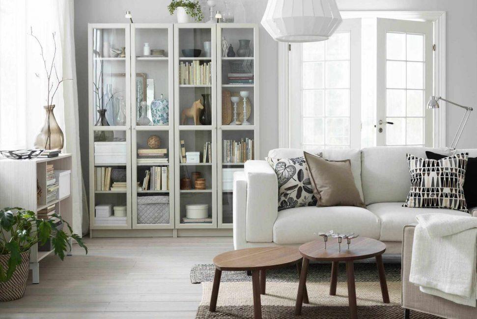 Белая мебель успокаивает, настраивает на позитив