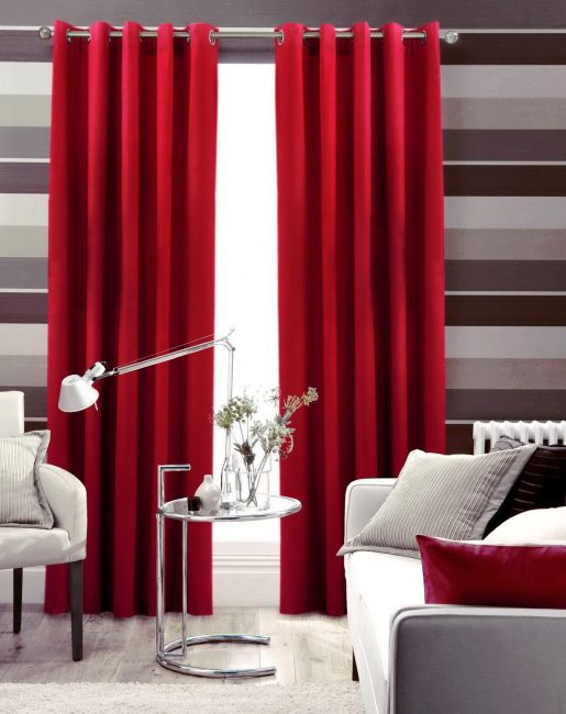 Комплект штор в зал на люверсах – оправданный вариант