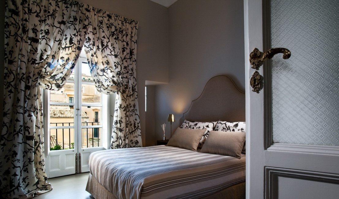 Шторы для спальни играют декоративную роль