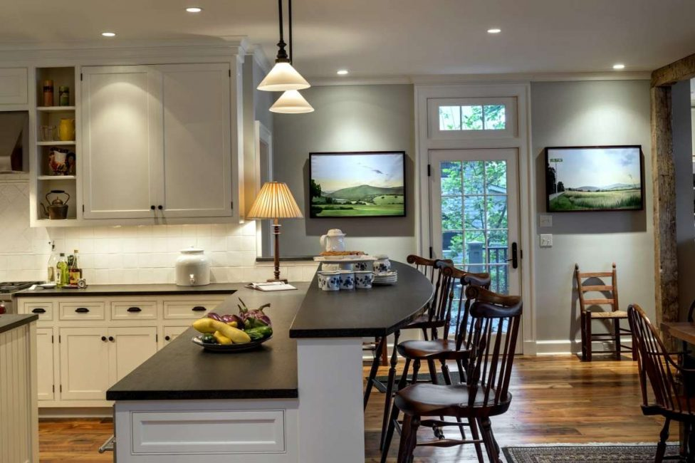 Многоуровневая поверхность на кухне