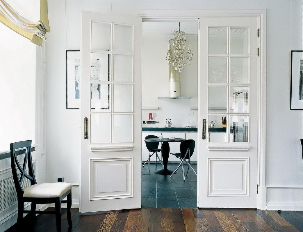 белые двери в кухне