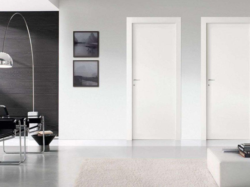 Зачастую цвет стены сливают с дверью
