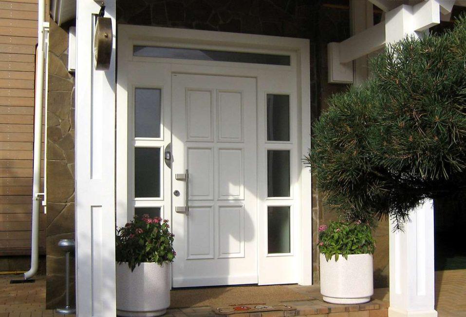 Двери могут быть белые только с одной стороны