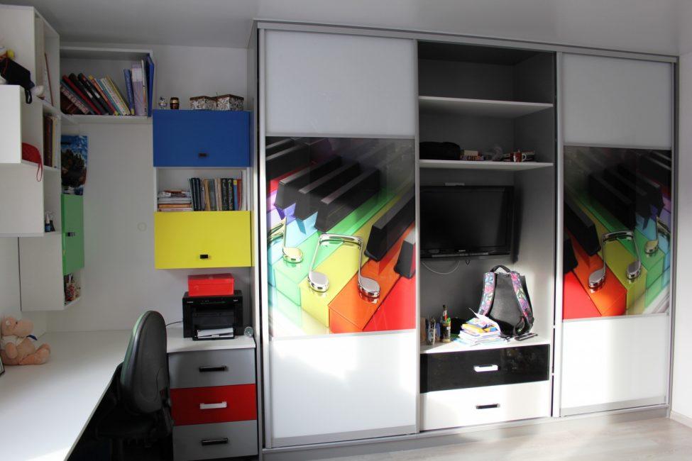 Раздвижные конструкции в комнату подростка