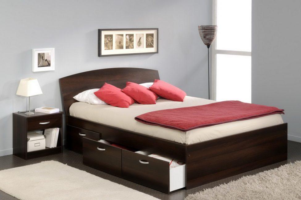 Кровать с ящиками - отличный функциональный вариант