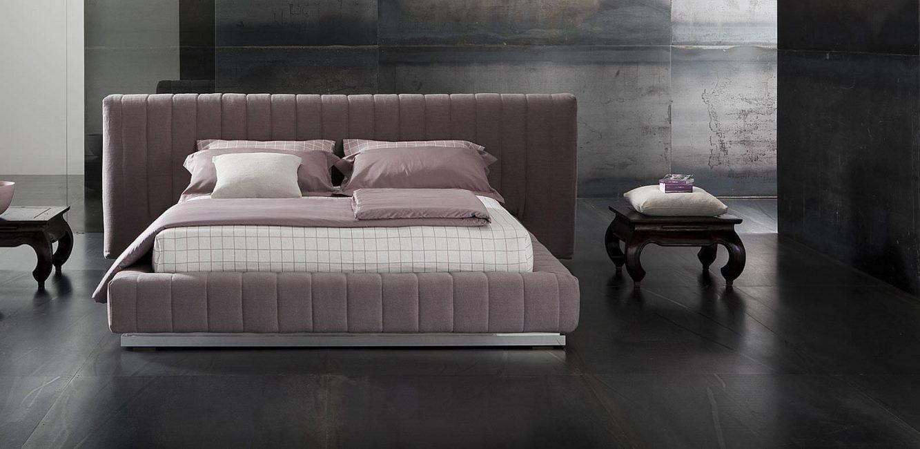 Красиво смотрится в спальне большого размера