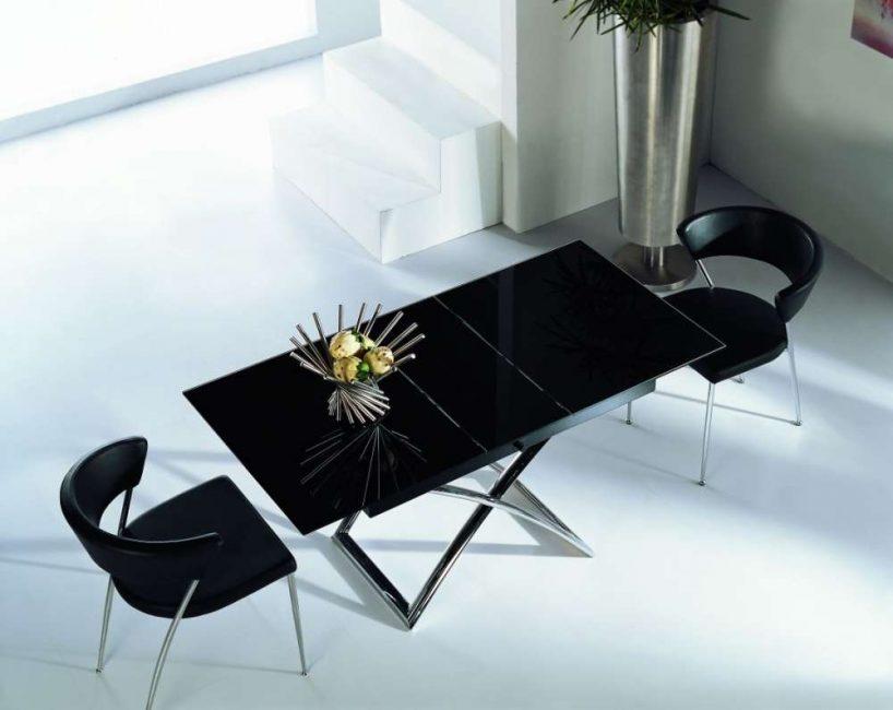 От конструкции стола зависит механизм складывания