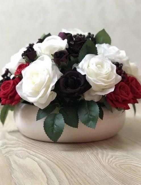 Сочетание красного, черного и белого