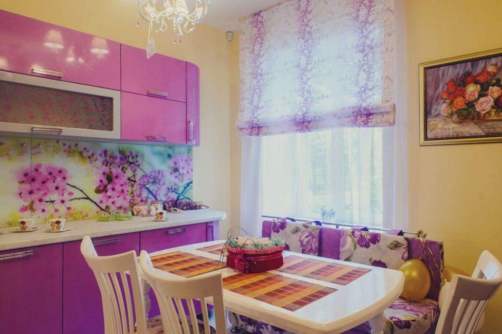 Фиолетовые шторки для кухни