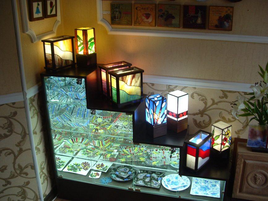 Подсветка выполнена с помощью светодиодной ленты