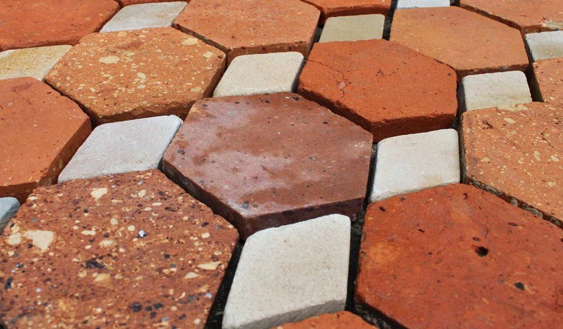 Плитка отличается по форме и текстуре