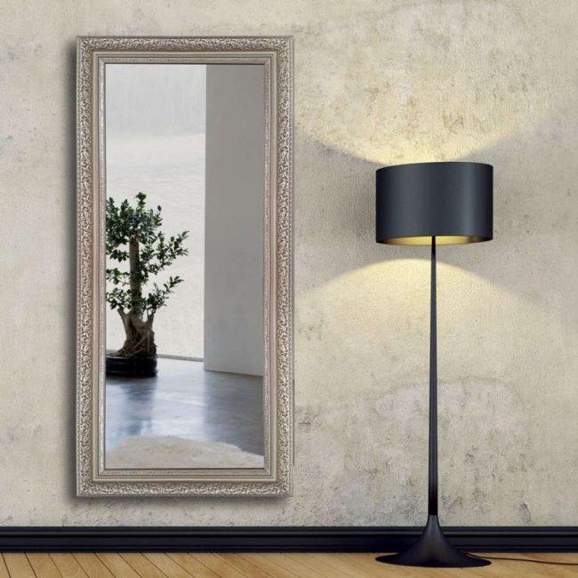 Багетное зеркало для классического интерьера