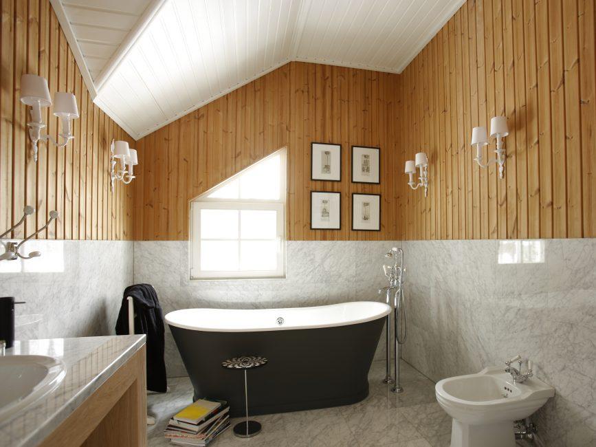 Сырость в ванной провоцирует образование плесени