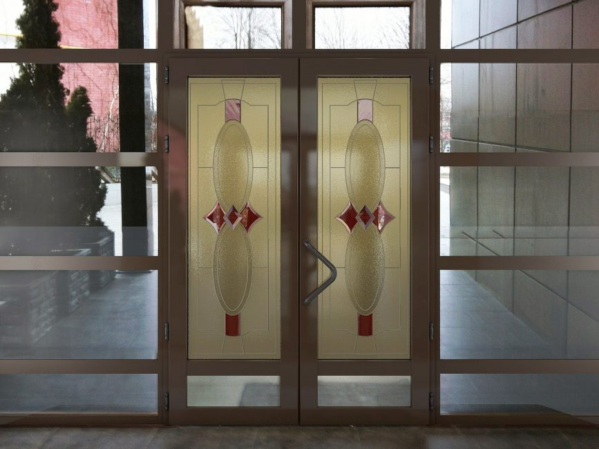Сочетание с декоративными стеклами