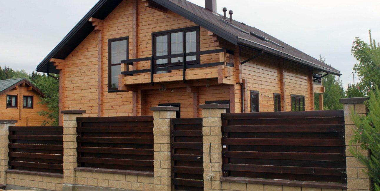 Установка забора для деревянного дома – это трудоемкий проект