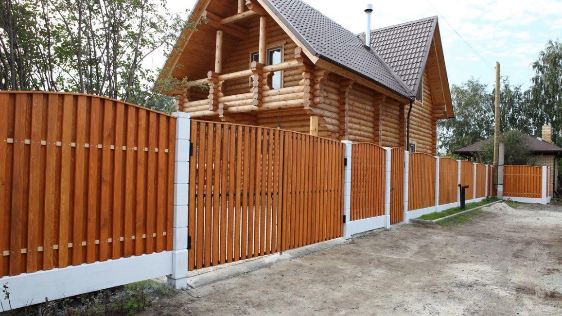Тип ограды будет играть ключевую роль в общем виде дома