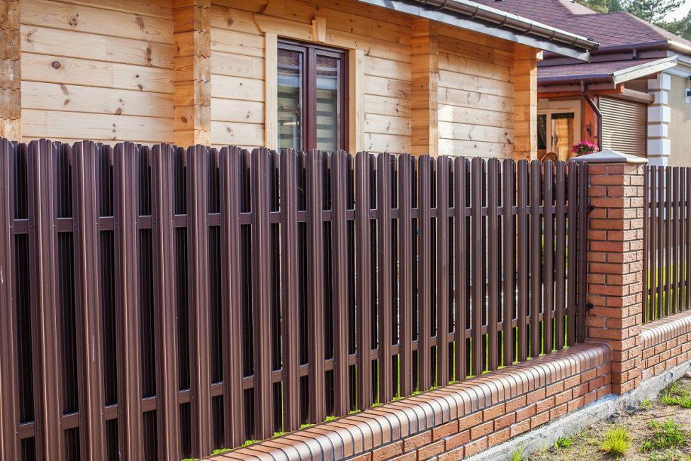 Штакетник – это улучшение красоты двора