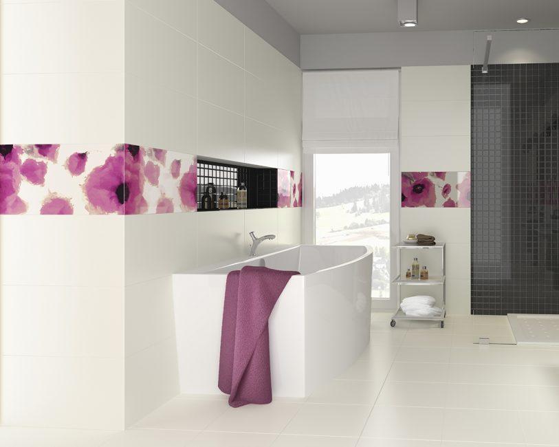 Ванная с красочным цветочным декором