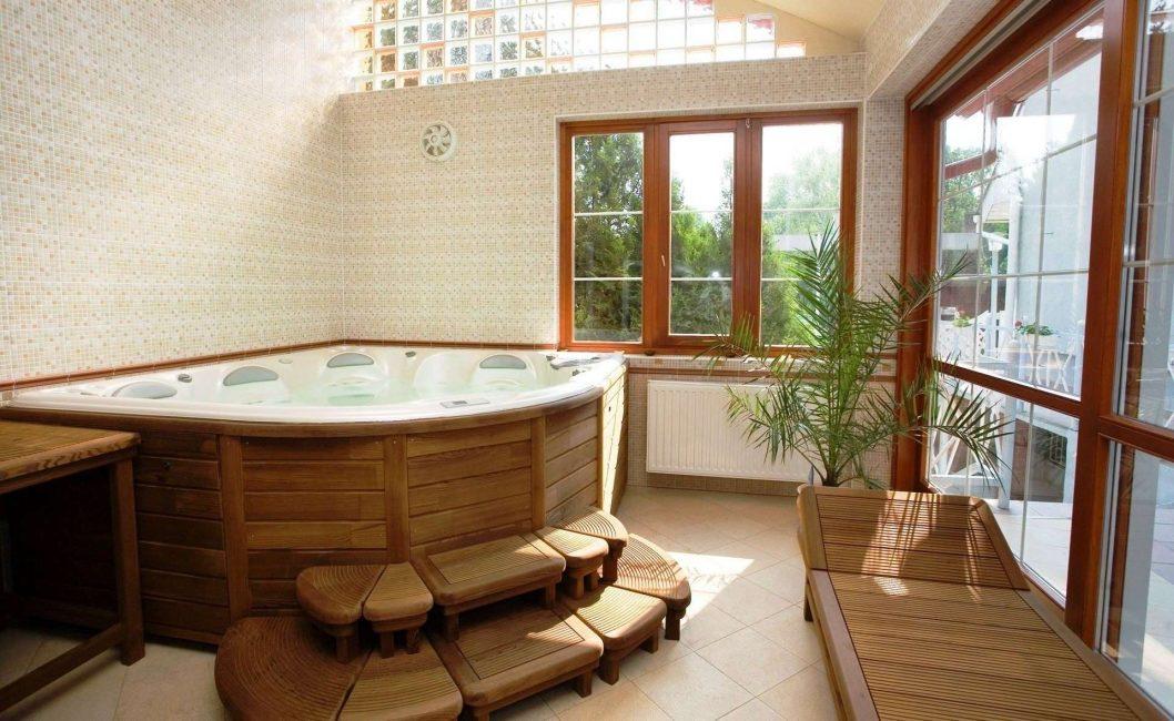 Уютная ванная в деревянном доме