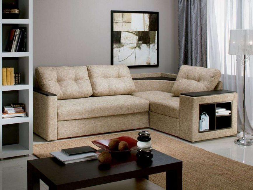 Угловой диван в маленькой гостиной