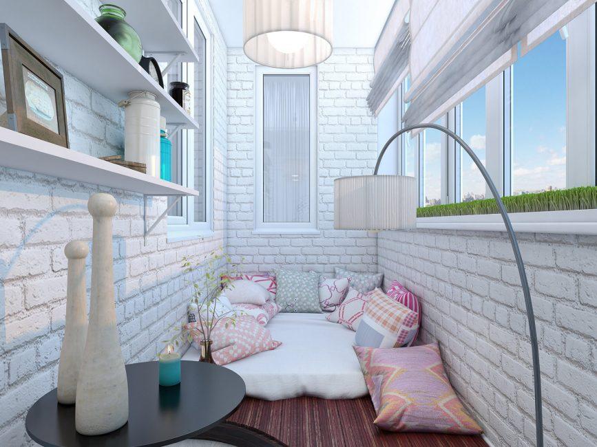 Вариант спального места на балконе