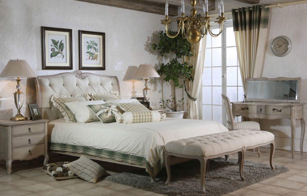 Шторы для спальни - легко и ненавязчиво