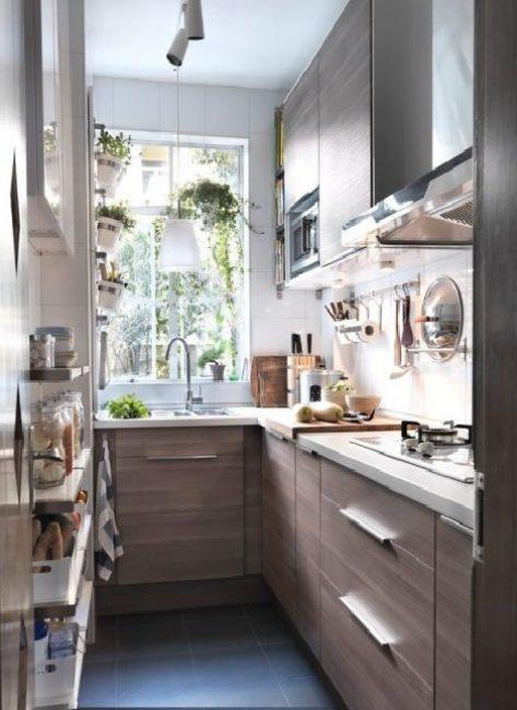 Узкая кухня может выглядеть восхитительно