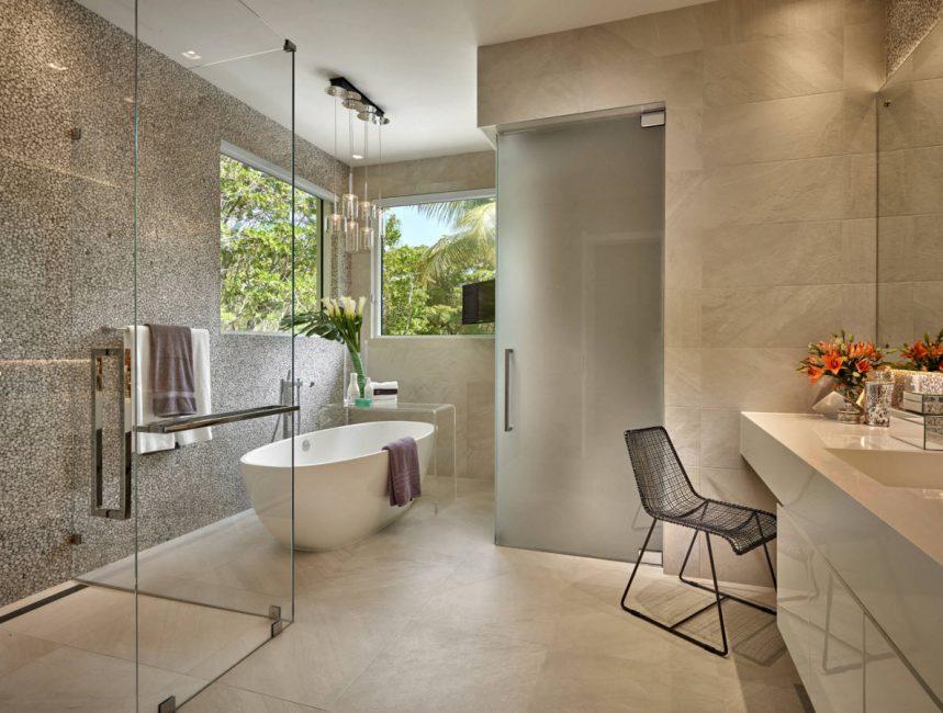 Стильная ванная комната для загородного дома