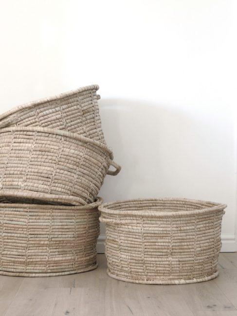 Плетеная корзинка станет изюминкой помещения