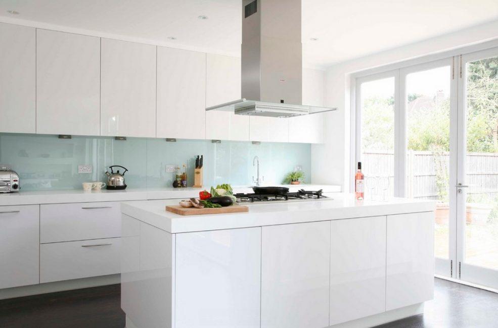 Термостойкость, отлично подходит для областей, близких к кухонным приборам