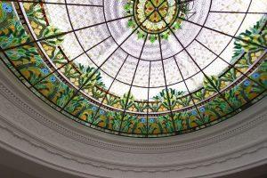 Витражная пленка на стекло - Свойства и выбор: 145+ (Фото) Вариантов (прозрачная, с рисунком, самокляющаяся). Как наклеить и снять?