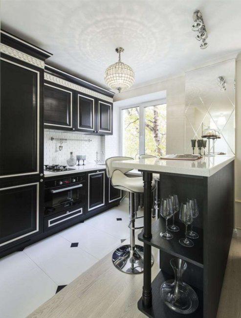 Для темной кухни организуйте хорошее освещение