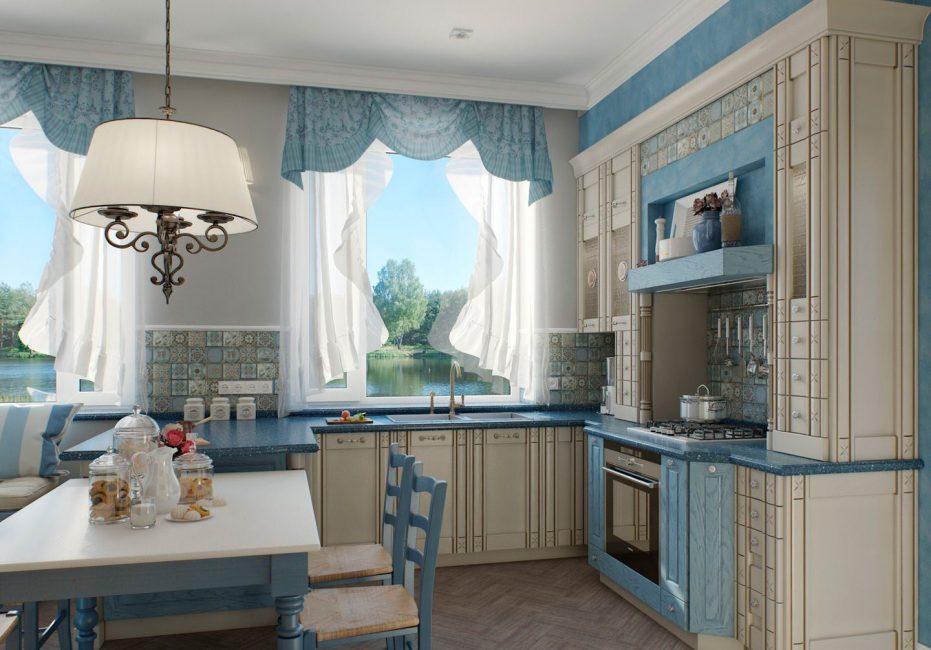 Для широкой кухни лучше делать светлые стены и потолок