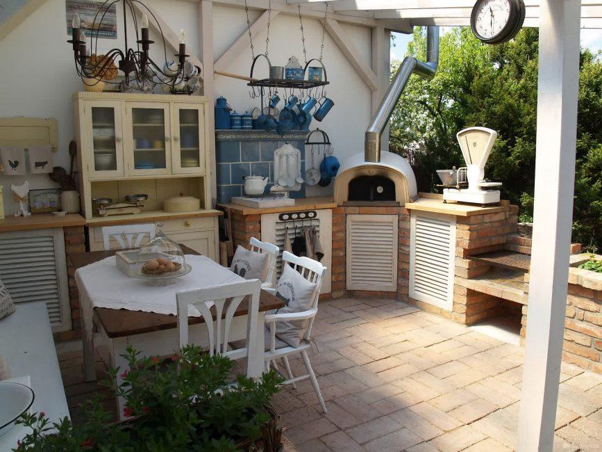 Кухонный гарнитур может быть сделан из различных материалов