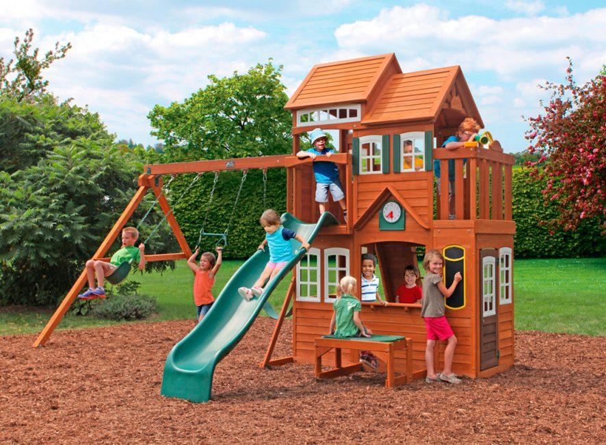 Домик с детской площадкой