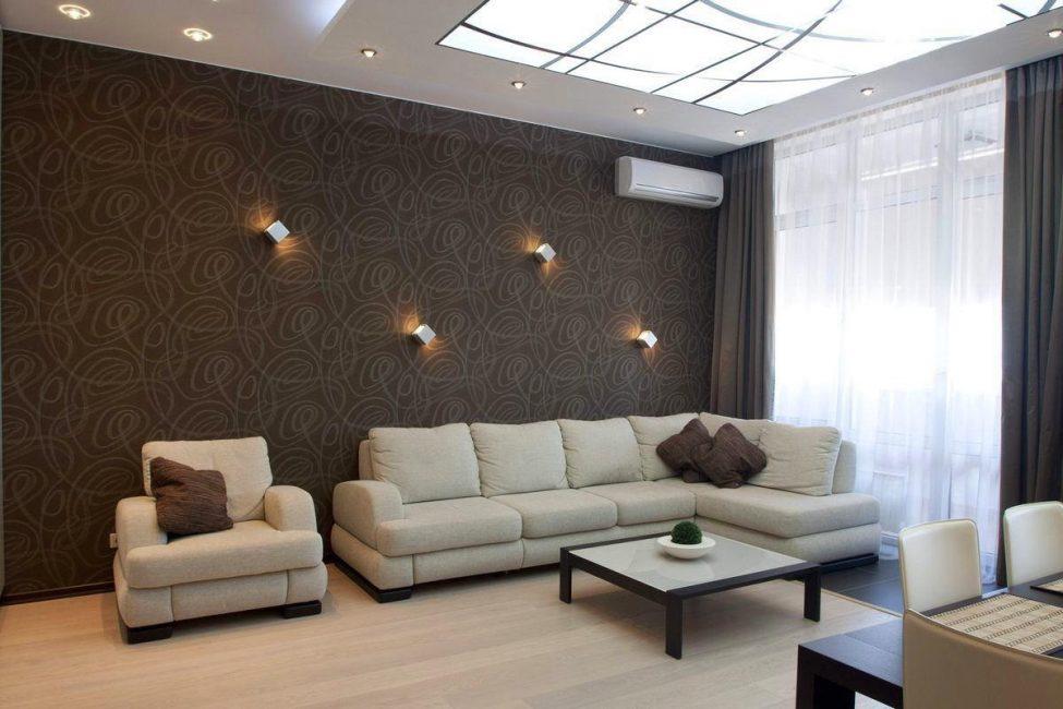 Темно-коричневая мебель будет придавать зоне ощущение мужской безопасности