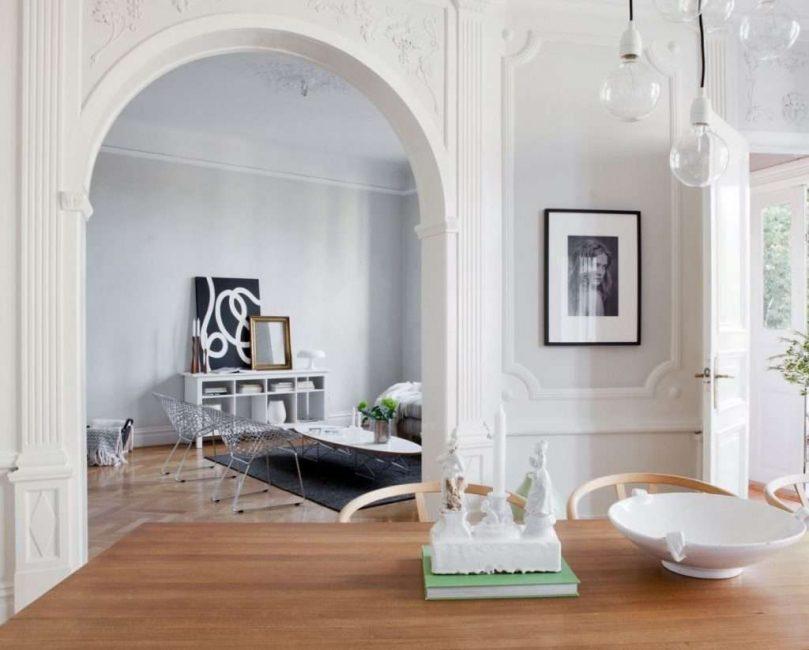 С помощью классической арки можно оформить вход на кухню, в прихожую, и любые другие переходы
