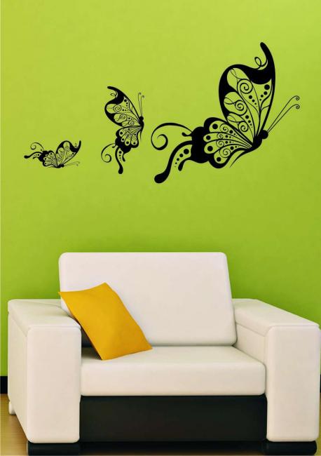 Салатовая стена с бабочками