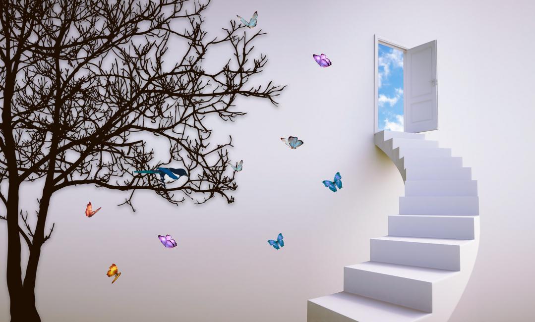 Объемные бабочки из бумаги на стену, проходящую вдоль конструкции