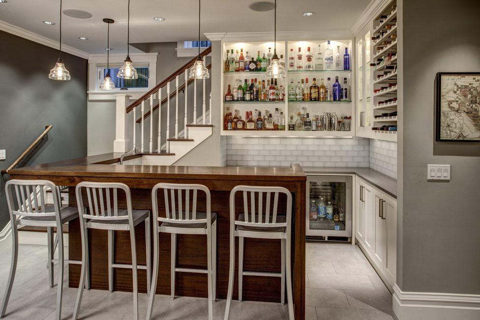 Удобный бар в интерьере кухни